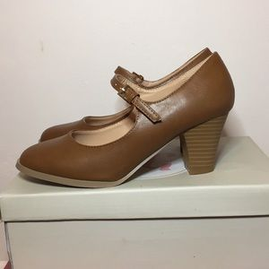 Tan JGoods medium heeled shoes
